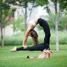 Group Yoga Poses, Couples Yoga Poses, Acro Yoga Poses, Partner Yoga Poses, Two Person Yoga Poses, Yoga Poses For Two, Gymnastics Poses, Gymnastics Workout, Dance Photography Poses