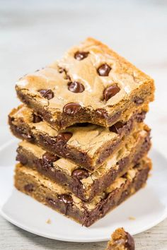Browned Butter Chocolate Chip Blondies | Averie Cooks | Bloglovin'