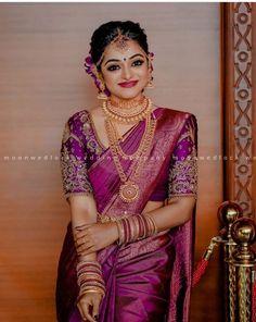 Kerala Hindu Bride, Bridal Sarees South Indian, South Indian Wedding Saree, Wedding Silk Saree, Indian Bridal Outfits, Indian Bridal Fashion, Indian Weddings, Wedding Saree Blouse Designs, Silk Saree Blouse Designs