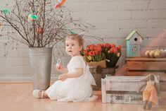 Easter photo ideas for kids. Easter bunny, eggs, flowers.