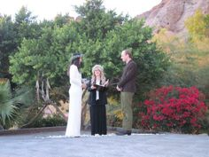 Stevie performs the marriage ceremony of Vanessa Carlton