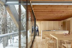 Image 11 of 32 from gallery of Bridge House / LLAMA urban design. Photograph by A-Frame studio/ Ben Rahn Roof Architecture, Organic Architecture, Building Facade, Green Building, Dormer House, Residential Building Design, Timber House, Diy Greenhouse, Urban Design