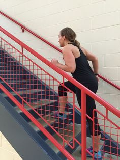 How awesome is a stair climbing workout? -Burns an average of 150 calories per 15 mins. -Great low impact exercise that improves cardiovascular endurance. It helps keep that heart strong! - strengthens glutes, quads, hamstrings and calves. -circuit training workout with bodyweight exercises like push-ups, squats, and lunges. -Safety should be a priority