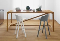 OTHER Stools by Stefan Diaz (2013) with a PLATZ High Table by Jörg Schellmann (2012), both made in Germany by e15.