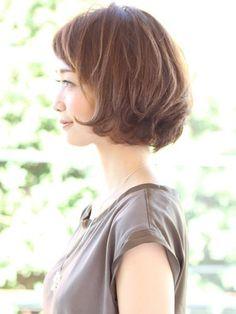 ショートバングボブ Short Bob Hairstyles, Diy Hairstyles, Pretty Hairstyles, Short Bangs, Short Hair Cuts, Medium Hair Styles, Short Hair Styles, Corte Y Color, Salon Style