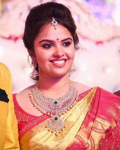 Really Like These Posh diamond necklace:) Pin 5777 Indian Wedding Jewelry, Indian Bridal, Bridal Jewelry, Gold Jewelry, Gold Necklaces, Jewelery, Stone Jewelry, Diamond Necklace Set, Diamond Jewellery
