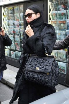Dolce And Gabbana Handbags, Crochet Animal Patterns, Macrame Bag, Crochet Handbags, Monica Bellucci, Knitted Bags, Crochet Fashion, Baby Blanket Crochet, Back To Black