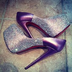 Christian Louboutin Heels love those gorgeous shoes! Zapatos Shoes, Shoes Heels, Stiletto Shoes, Crazy Shoes, Me Too Shoes, Bobbies Shoes, High Heels Plateau, Mode Shoes, Christian Louboutin Heels