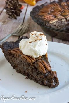 This Low-Sugar Chocolate Pecan Pie is the pie you've been waiting for! It's low carb, gluten-free, practically sugar-free, and it's delicious! Bake it for a holiday party! Low Sugar Desserts, Low Carb Sweets, Diabetic Desserts, Healthy Desserts, Dessert Recipes, Diabetic Recipes, Healthy Recipes, Medifast Recipes, Fruit Dessert