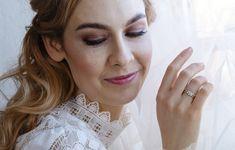 Kohinoor-timanttikorujen jälleenmyyjät löydät ympäri Suomen. Engagement Rings, Jewelry, Fashion, Enagement Rings, Moda, Wedding Rings, Jewlery, Jewerly, Fashion Styles