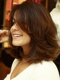 Charming Hairstyles for Mid-Length Hair for Summer 2019 – Page 6 of 20 – Fashion - Best Frisuren Medium Layered Haircuts, Medium Short Hair, Medium Hair Cuts, Short Hair Cuts, Medium Hair Styles, Curly Hair Styles, Mid Length Hair Styles With Layers, Hairstyles For Medium Length Hair With Layers, Hair Today