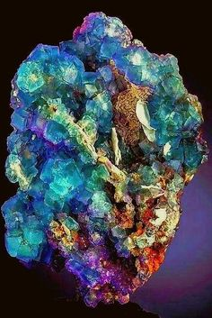 Not a vase, not . Minerals And Gemstones, Rocks And Minerals, Raw Gemstones, Cool Rocks, Beautiful Rocks, Natural Crystals, Stones And Crystals, Crystal Magic, Mineral Stone