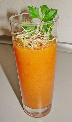 Wachmacher Smoothie 1 Kaki, überreif 1 Orange(n), der Saft davon 3 kleine Tomaten geviertelt entkernt, ca 150 g 1 rote Paprikaschote, ca 50g 1 TL Meerrettich  etwas Öl, wenn frischer Meerrettich  Minze, frisch