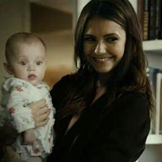 ElenaGilbert and Hope Mikaelson I wish I could remember the website this is an awesome manip Memes Vampire Diaries, Serie The Vampire Diaries, Vampire Diaries Poster, Vampire Diaries Wallpaper, Vampire Diaries Damon, Vampire Diaries The Originals, Elena Gilbert, Nina Dobrev, Paul Wesley