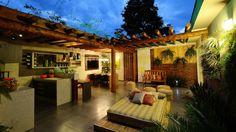 Espaço íntimo e gourmet. Visto em http://mulher.uol.com.br/casa-e-decoracao
