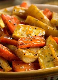 Low FODMAP & Gluten free Recipe - Roast carrots & parsnips with maple syrup & rosemary  http://www.ibssano.com/low_fodmap_recipe_roasted_carrot_parsnip_maple_syrup_rosmary.html