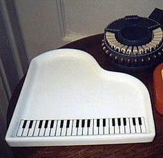 Piano keyboard tray