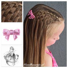 Penteados para as meninas - Just Real Moms Princess Hairstyles, Little Girl Hairstyles, Girl Hair Dos, Pinterest Hair, Toddler Hair, Love Hair, Hair Designs, Hair Hacks, Hair And Nails