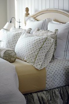 How to Make Your Bed::Guest Post from Homes By Heidi - The Crafting Chicks