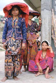 ᜀᜅ᜔ ᜀᜃᜒᜅ᜔ ᜋᜄᜈ᜔ᜇᜅ᜔ ᜊᜈ᜔ᜐ — T'boli women, Mindanao, Philippines Bohol, Cebu, Cultura Filipina, Filipino Culture, Filipino Art, Filipino Tribal, Audrey Hepburn, Philippines Culture, Philippines Dress