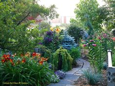 Conrad Art Glass & Gardens: Such a gorgeous mix of textures, colors, accents, and plant types!