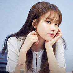 Han Hyo Joo Hair inspiration :: theklog.co :: see-through bangs http://theklog.co/hairstyle-trend-fall/