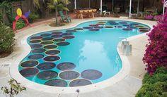 Calentar el agua de la piscina con poco dinero. Vídeo explicativo de cómo hacer círculos flotantes que ayuden a calentar de manera económica el agua de la piscina. Con aros hula-hops y plástico de color negro. #Sostenibilidad, #Videos