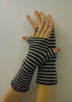By Becky Stern This unisex pattern will keep your wrists warm while you bike, type, or play bass. It's great as a quick and satisfying knit for yourself, or make and give them to a friend! Fingerle...