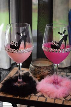 Decorative Bottles : Bling high heel show wine glass Bridal Party glass - Decor Object Glitter Wine Glasses, Diy Wine Glasses, Decorated Wine Glasses, Painted Wine Glasses, Decorated Liquor Bottles, Champagne Glasses, Wine Glass Crafts, Bottle Crafts, Bride Wine Glass