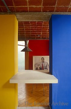 Le Corbusier Maison Jaoul, Paris. Primary colours are used throughout the house in simple and dramatic blocks. Photographer: Jacques Dirand