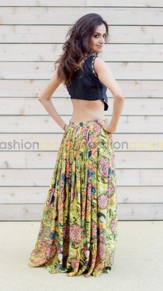 Classy And Casual Pleated Skirts Outfits Design Ideas 25