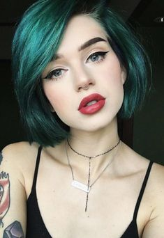 pretty green hair, gorgeous makeup #greenhair