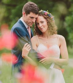 Another throwback to summer 2016 this time of the lovely Jenny & Greg amongst a scattering of poppies which happened to be on a random patch of grass by the side of the road. It goes to show that you just need a little bit of creativity to create pretty photos from nothing.  Brides Dress from @hannahelizabethbridal