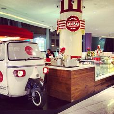 Conversions and modified Ape vans from Tukxi official Piaggio dealers Mobile Coffee Cart, Mobile Food Cart, Food Cart Design, Food Truck Design, Prosecco Van, Mobile Cafe, Food Truck Business, Piaggio Ape, Bubbly Bar