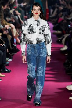 Msgm Fall/Winter 2020 RTW collection fashion show photos from Milan Fashion Week (Feb, Ready-to Wear runway photos, models, womenswear collection Vogue Paris, Long Overcoat, Vogue Russia, Models, Fashion Show Collection, Msgm, Mannequins, Well Dressed, Shirts For Girls