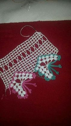 HUZUR SOKAĞI (Yaşamaya Değer Hobiler) Crochet Towel, Crochet Box, Filet Crochet, Crochet Motif, Double Crochet, Crochet Flowers, Crochet Lace, Crochet Stitches, Crochet Border Patterns
