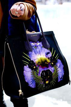 Givenchy  Bolsa MARAVILHOSA Givenchy Handbag #bolsa #bag #estilo #Moda #estilo #tendência #inspiração #glamour #atitude #influência #brilho #beleza #elegância #Style #Stylish #trend #inspiration #glamourous #stunning #fashion #fashionable #wishlist #musthave #Charming #Pretty #Beautiful #Lovely  #wishlist