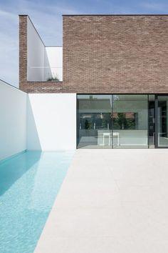AR+ architecture and design Fotoshoot SS 2015 Minimal Architecture, Facade Architecture, Home Interior Design, Exterior Design, Piscina Rectangular, Casa Retro, Piscina Interior, Moderne Pools, Small Terrace