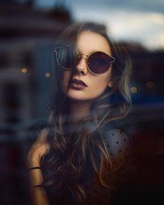 24 super ideas for vintage women photography inspiration Creative Portrait Photography, Photography Poses Women, Urban Photography, Photography Ideas, Fashion Photography, Kreative Portraits, Portrait Poses, Portrait Inspiration, Photos Du