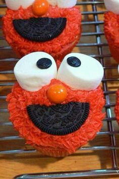 Elmo cupcake! never to old! i wanna make all of sesame street!