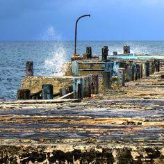 Madera azul y piedra #havana #habana #cuba #sea #dockofthebay #embarcadero #blue #blau #rust #loves_cuba #loves_habana #ig_cuba #ig_habana #ig_streetphotography #ig_sea