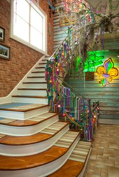 So I'm not the only one who decorates with Mardi Gras beads.  New Orleans foyer
