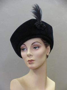 Wayne Wichern #millinery #judithm #hats A vintage feel to this classic style.