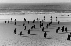 Henri-Cartier Bresson, Nazaré Beach Portugal, 1955