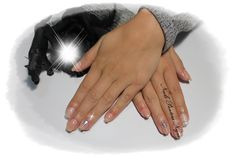 Unhas em Gel cor Nude com gliters e nail art com pedras brilhantes e tachas de metal!