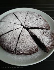 TUANA MUTFAK: İSVEÇ KEK ( KALDDKAKA KEK ) Swedish Cake Recipe, Cocoa Cake, Food Cakes, Recipe For 4, Cake Mold, Food Preparation, Cake Recipes, Good Food, Food And Drink