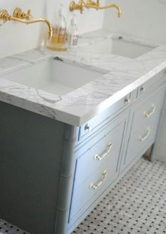 Greyer marble with a grey grout