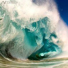 Beautiful and powerful Hawaiian waves