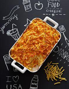 Recette Mac and cheese au cheddar : Faites fondre dans une casserole 30 g de beurre, ajoutez 15 g de farine et remuez sans cesse sur feu doux. Versez peu à peu...