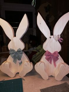 Easter Games, Easter Peeps, Wooden Crafts, Diy And Crafts, Easter Bunny Template, Wood Ornaments, Easter Wreaths, Spring Crafts, Easter Crafts